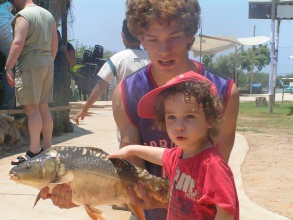 פסטיבל הקרפיון בפארק הדיג מעיין צבי בפסח. צילום: עופר שנהר