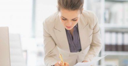 מה באמת מונע מנשים להתקדם בשוק העבודה?