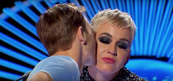 קייטי פרי מטרידה מינית בשידור