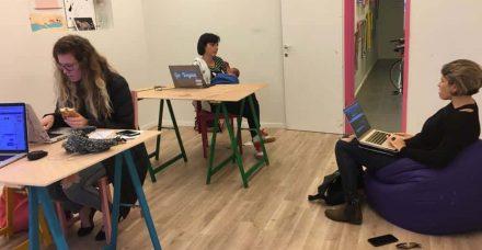 שביל הזהב בין אימהות לקריירה: חללי עבודה משותפים להורים ולילדים