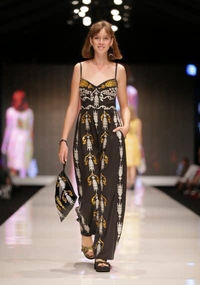 מתוך תצוגת האופנה של טובה'לה ונעמה חסין בשבוע האופנה הישראלי. צילום: אבי ולדמן