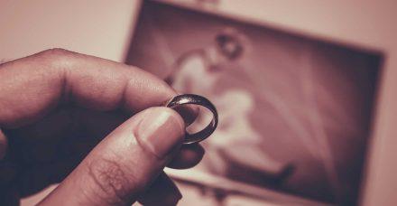 בריטניה: אם שידלה את בתה להתחתן עם קרוב המשפחה שאנס אותה בגיל 13