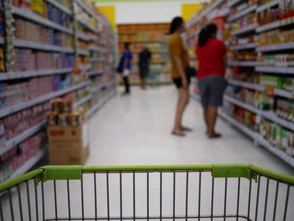 """""""מחיצות שקופות מפרידות בינינו לבין אנשים אחרים"""". תמונה: Shutterstock"""