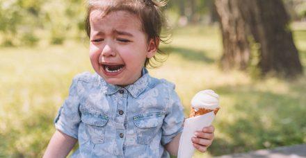 מה גורם לילדים לפתח מנגנוני אכילה רגשית?