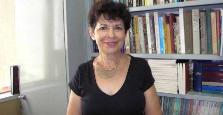 """דינה פורת: """"השואה היא לא תעודת הזהות שלנו"""""""