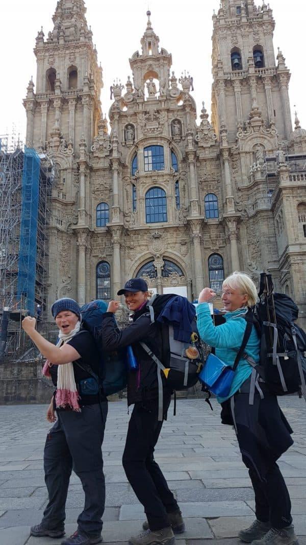 אני עם איזבל וכריסיטיאנה ביום ההגעה לקתדרלה בסנטיאגו