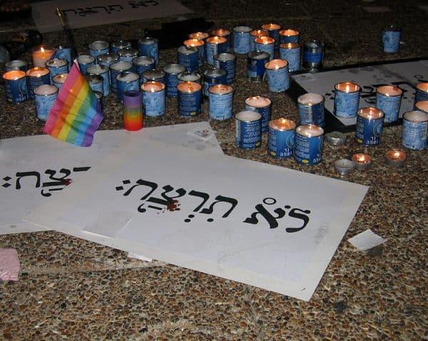 נרות הזיכרון בעצרת בכיכר רבין. צילום: ויקיפדיה