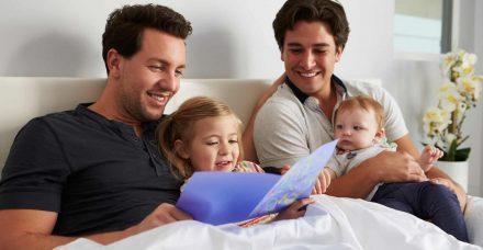 כשהילדים יוצאים לחופשה עם אבא ואבא, או אמא ואמא
