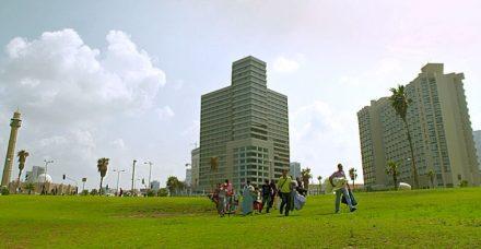 הסוד המדמם מאחורי המדשאות של תל אביב