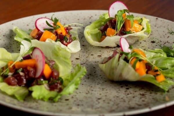 מסעדת קרקס-סביצ׳ה טונה ומנגו בסירות צילום: יוגב מאיר