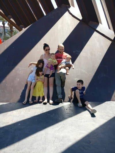 רינת פרדו-בלינקו ומשפחתה. צילום: ענבל פרדו