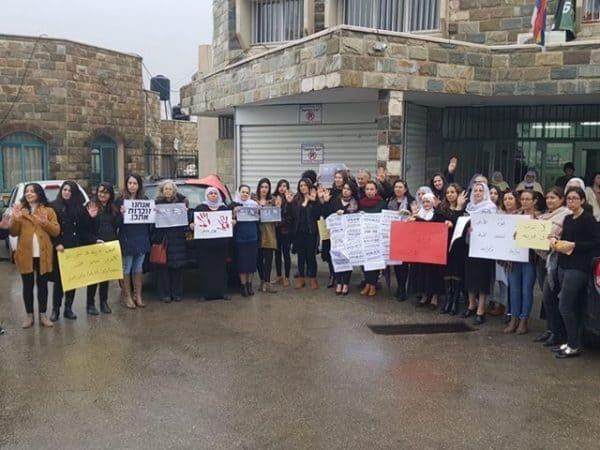 איך נשארתם אדישים? הפגנה במועצה המקומית בית ג'אן. צילום: היבא סללחה