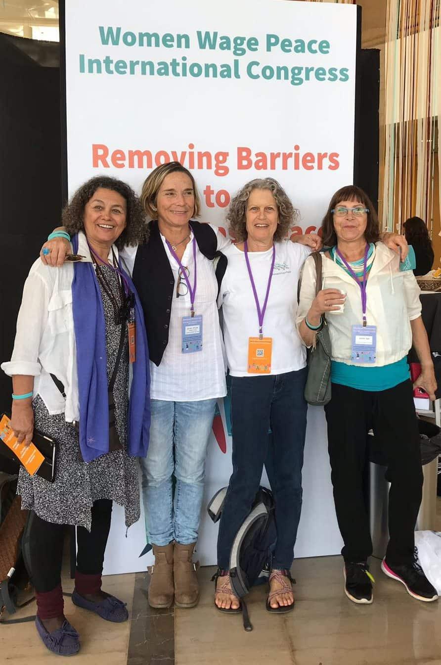 """אנג'לה ינטיאן וחברות מתנועת """"נשים עושות שלום"""". צילום באדיבות התנועה"""