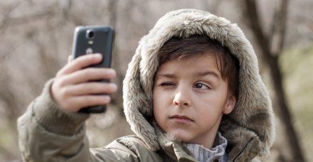 הילד רוצה טלפון נייד? שיחתום קודם על חוזה מפורט