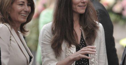 אמא של קייט מידלטון מוציאה את הכביסה המלכותית החוצה בריאיון ראשון ומפתיע