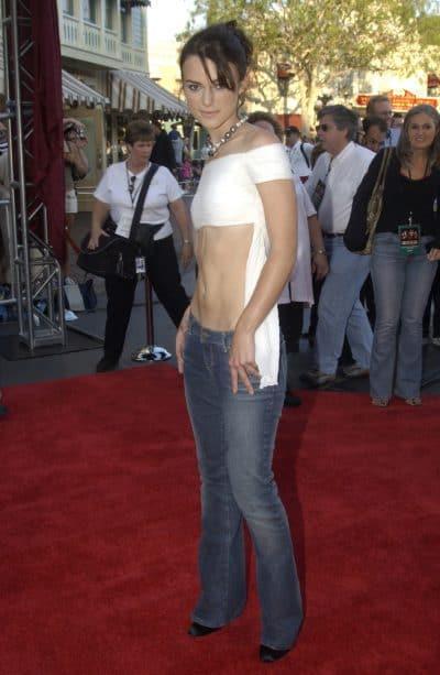 """קירה נייטלי בפרימיירה ל""""שודדי הקריביים"""" ב-2003. תמונה: Shutterstock"""