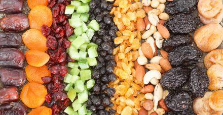 """ט""""ו בשבט: גם במנות קטנות, פירות יבשים לא תמיד בריאים כמו שחשבתם"""