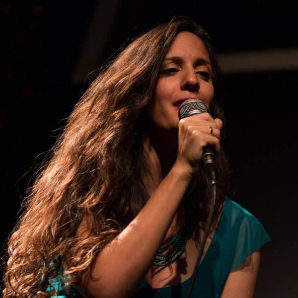 שרה על החוויה. שירי גולן. צילום: שרון עובדיה