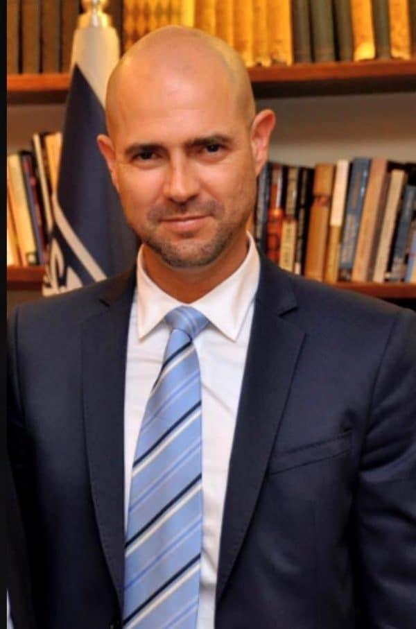 הוא. אמיר אוחנה, הליכוד. צילום מתוך ויקיפדיה