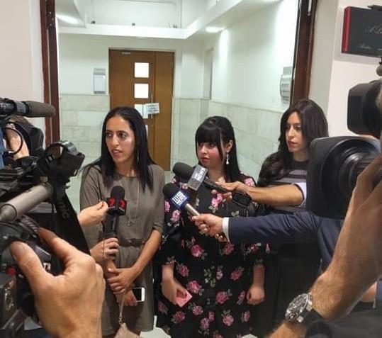 האחיות ארליך בבית המשפט. צילום: טניה גלבוע