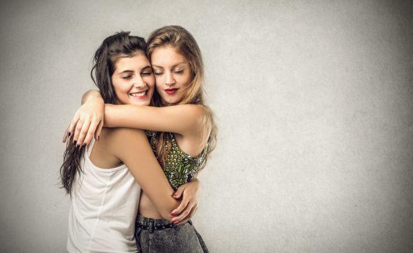 סטטוס זוגי שונה לא אומר שאתן מפסיקות להיות חברות. צילום: shutterstock
