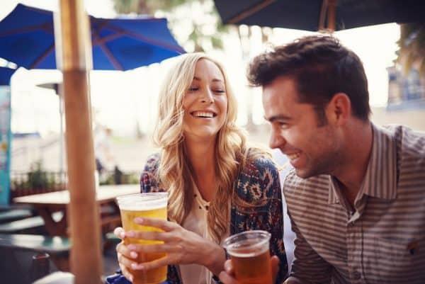 מחקרים הוכיחו שהאפי האוור זאת השעה הכי מאושרת ביום. צילום: shutterstock