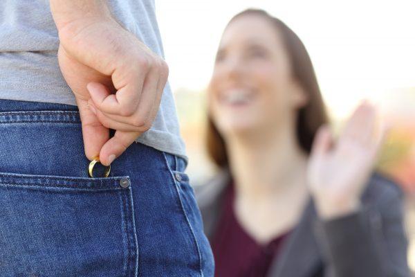 גם גברים שבוגדים הם מתחזים? צילום: shutterstock