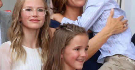 """""""זה קורה לכולן, גם לכוכבות"""": ג'ניפר גארנר מגלה את כל האמת על אמהות"""