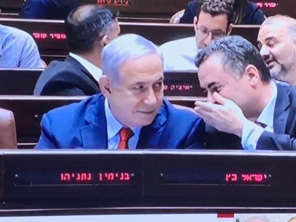 נתניהו מצביע בעד פיזור הכנסת. צילום מסך קשת 12