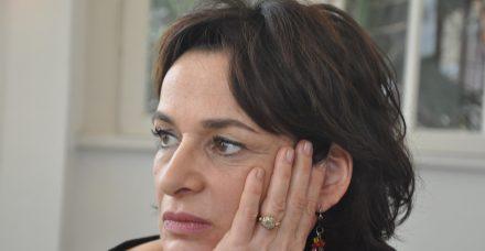 'אישה עובדת': כשהבוס עומד קרוב מדי ואת שותקת