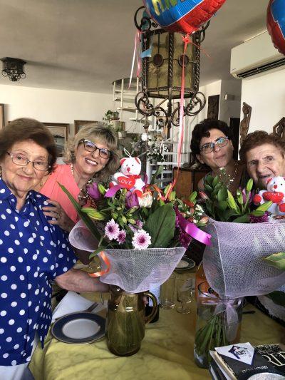 יהודית, אסתר ובנותיהן