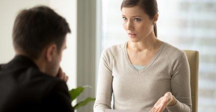 העלאת שכר: למה אנחנו עדיין מפחדות לבקש את מה שמגיע לנו?