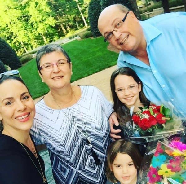 דנית עם אבא אשר הראל, האמא שלה ובנותיה