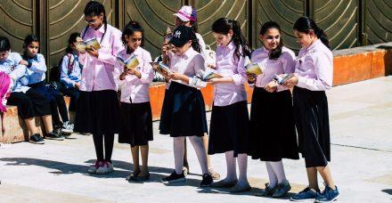 אמהות חרדיות שוברות שתיקה: דורשות ממשרד החינוך להחזיר גם את הבנות ללמוד