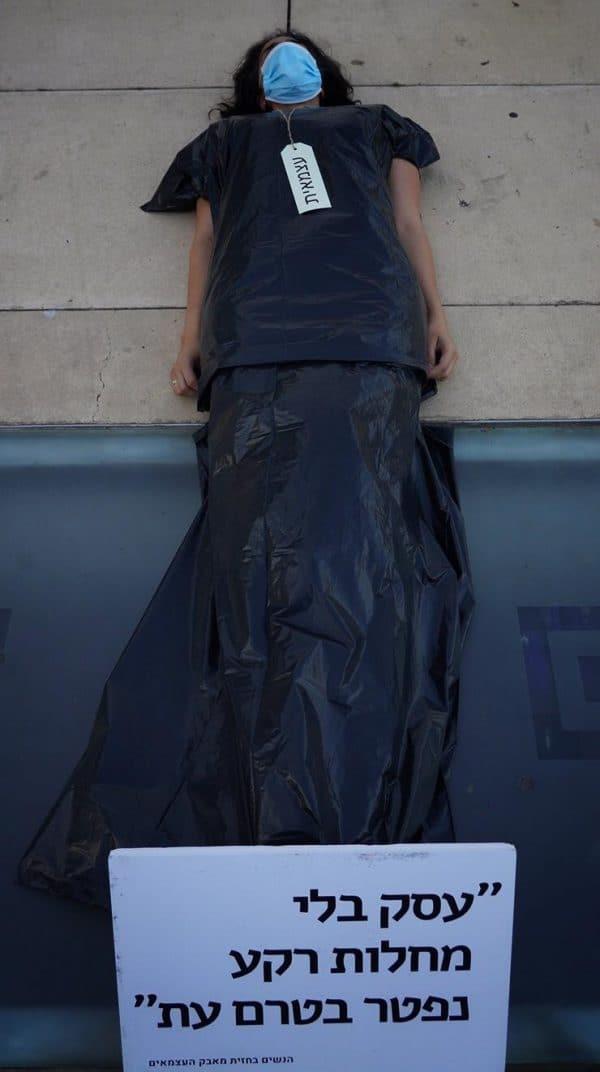 מיצג הגופות, כיכר הבימה 09.06.20 צילום ענת גרוס