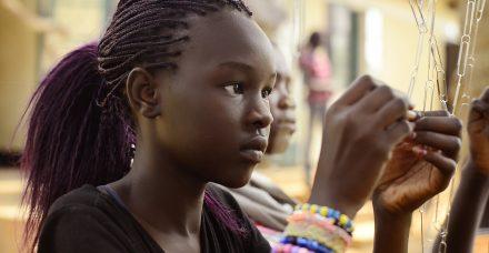 """מה עלה בגורל ילדי הפליטים? """"פגשתי ילדה שהתחבאה בבור ומשם ראתה את חברתה נאנסת ונרצחת"""""""