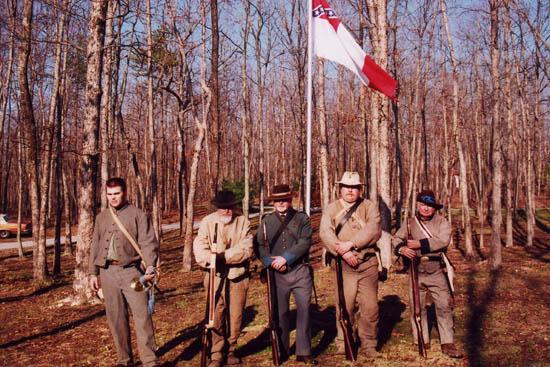 אנשי העליונות הלבנה משחזרים את מלחמת הצפון והדרום בעיירה טרנטון בג'ורג'יה. צילום הדס רגולסקי כריסי