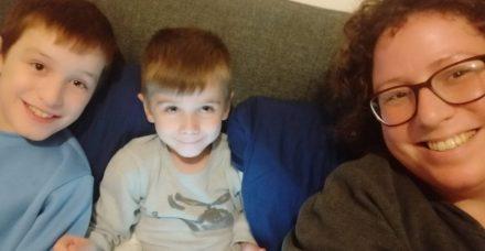 לגדל שני ילדים על הרצף האוטיסטי בזמן קורונה