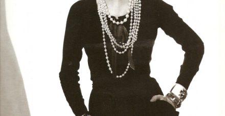 הברבור השחור של עולם האופנה: יובל למותה של קוקו שאנל