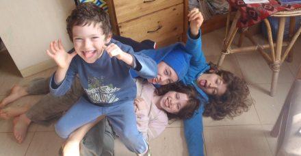 חינוך ביתי בזמן קורונה: איך משפיע הבידוד על ילדים שגם ככה לומדים מהבית?