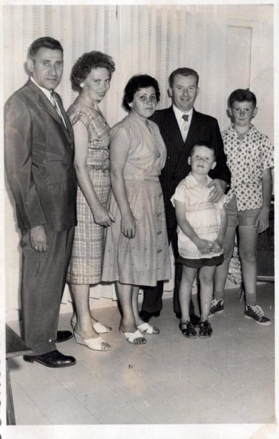 דוד, אשתו שושנה ושני בניו (לאחר המלחמה) צילום מתוך אלבום פרטי