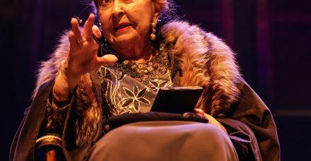 """בגיל 91 ליא קניג סוחפת את הקהל בהצגה חדשה: """"התגעגעתם אלינו?"""""""