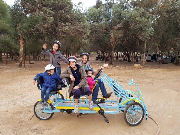 ירוחם, אתגרים עם אופניים משפחתיים. צילום: ויטמין שיא