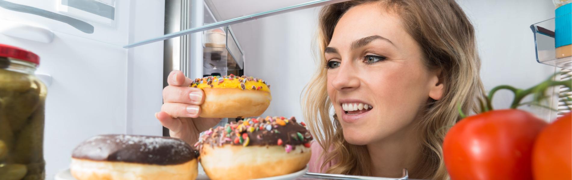 5 דברים שלא כדאי לאכול לפני השינה ו-3 שדווקא כן