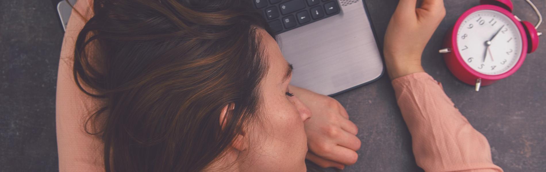 9 השפעות הרסניות של חוסר בשינה ואיך להימנע מהן