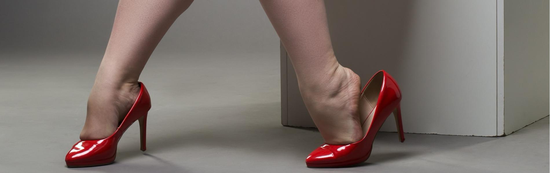 איך יכול להיות שעולם האופנה עדיין לא מצא פיתרון לרגליים שמנות?