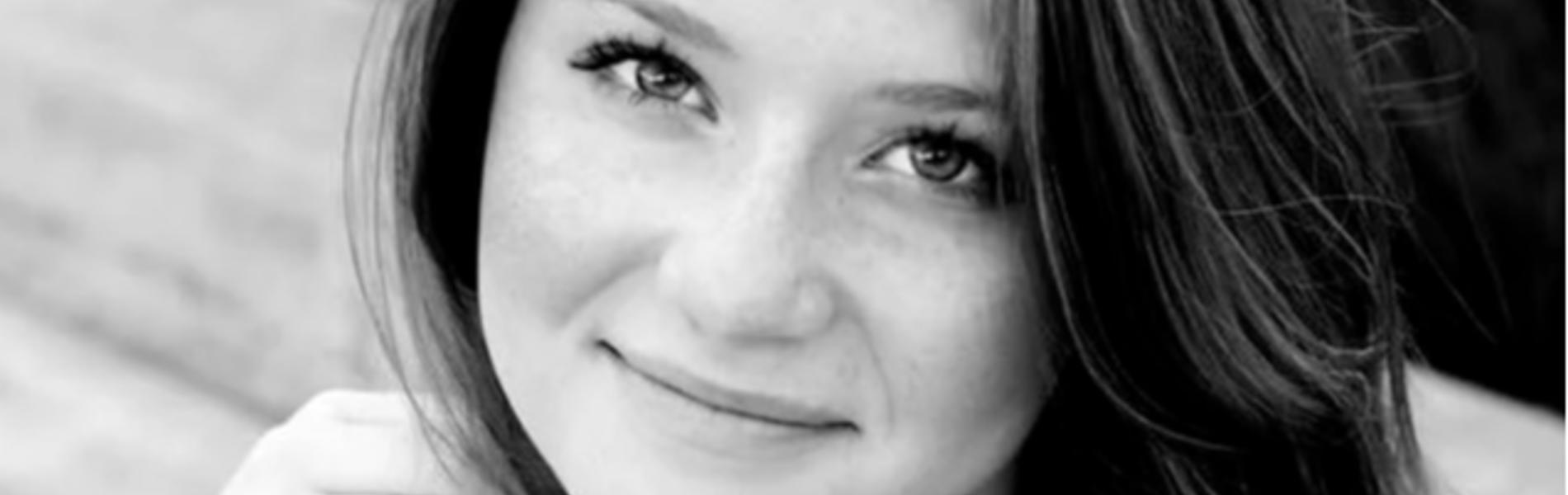 בת ה-20 הודתה שסייעה לאביה לרצוח את אימה