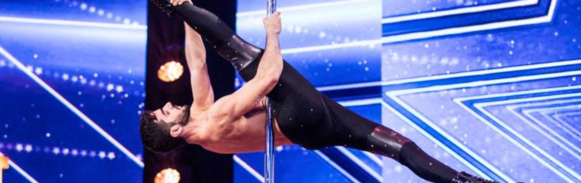 הגבר שרוקד על עמוד עם עקבים הוא הדבר הכי מרגש בטלוויזיה שלכם