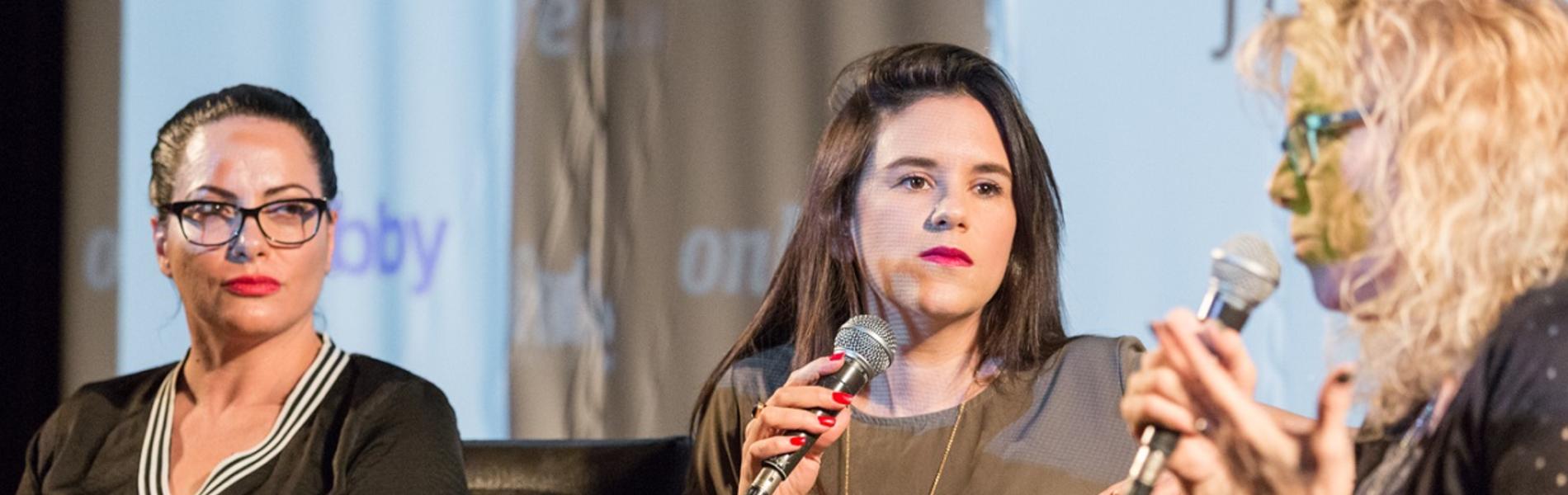 אמילי עמרוסי: המהפכה הפמיניסטית הכי גדולה מתרחשת בתוך בתי הכנסת