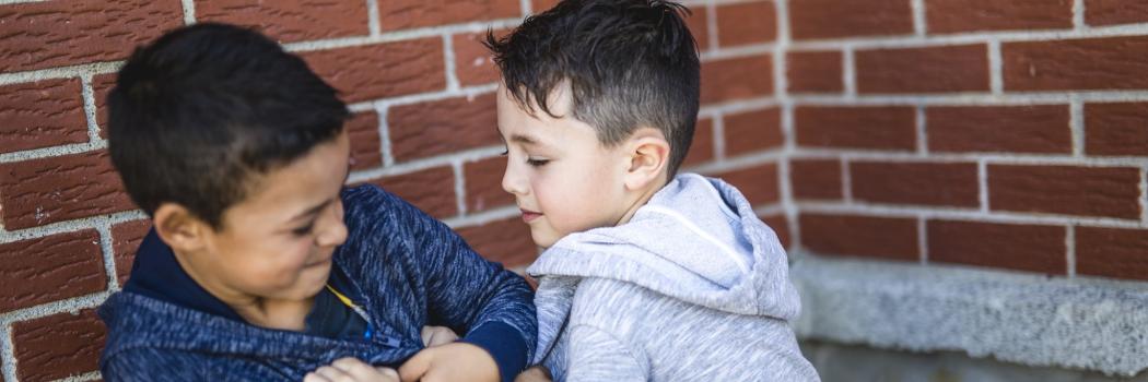 למה אף אחד לא טורח לטפל באלימות של בנים?